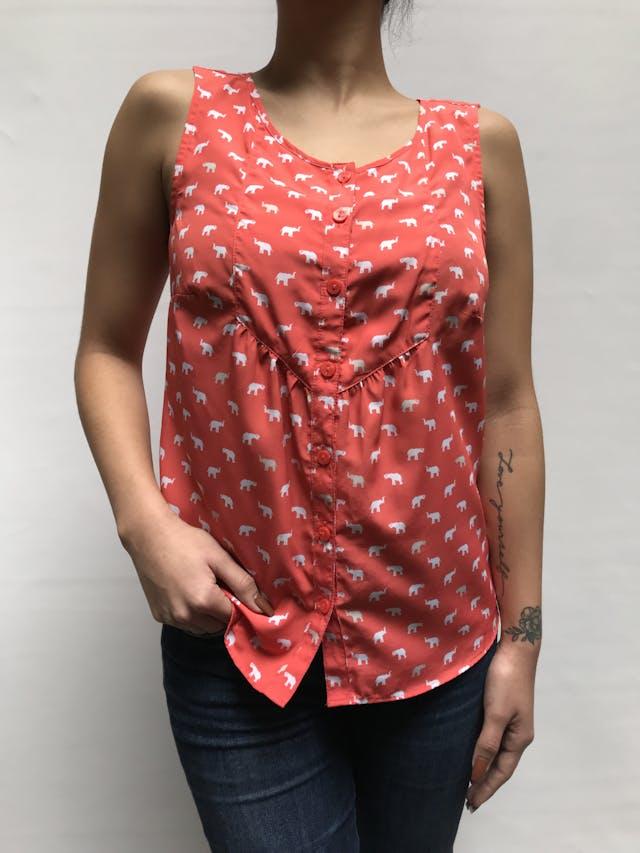 Blusa Croft&barrow anaranjada con estampado de elefantes blancos, cuello redondo. botones y cortes delanteros Talla XS/S foto 1