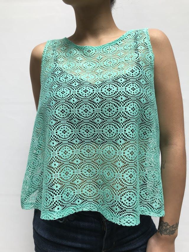 Blusa de encaje verde agua y abertura en la espalda Talla S foto 2
