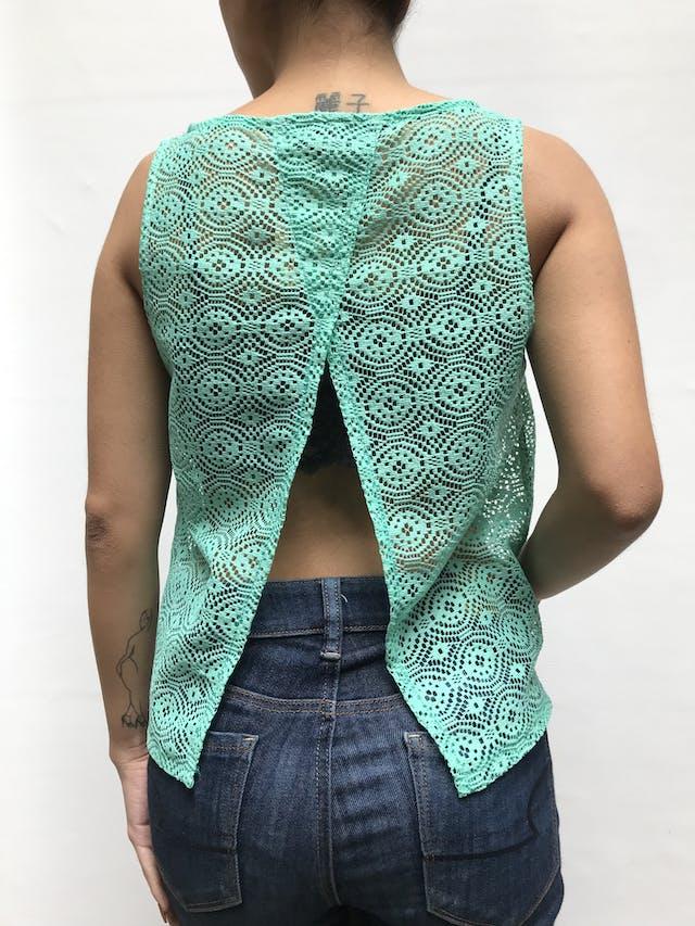 Blusa de encaje verde agua y abertura en la espalda Talla S foto 3