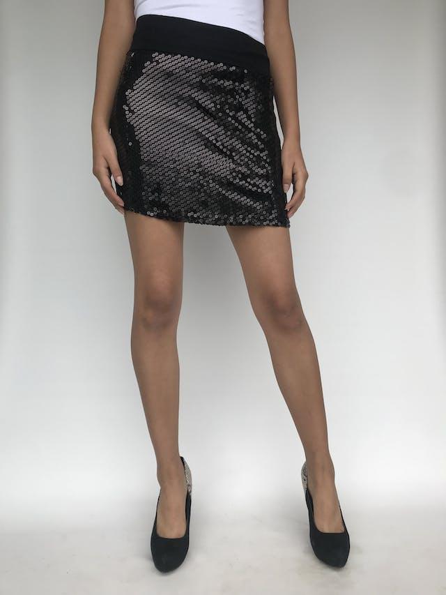 Falda de lentejuelas negras pretina de tela tipo algodón, forrado, stretch Talla M foto 1