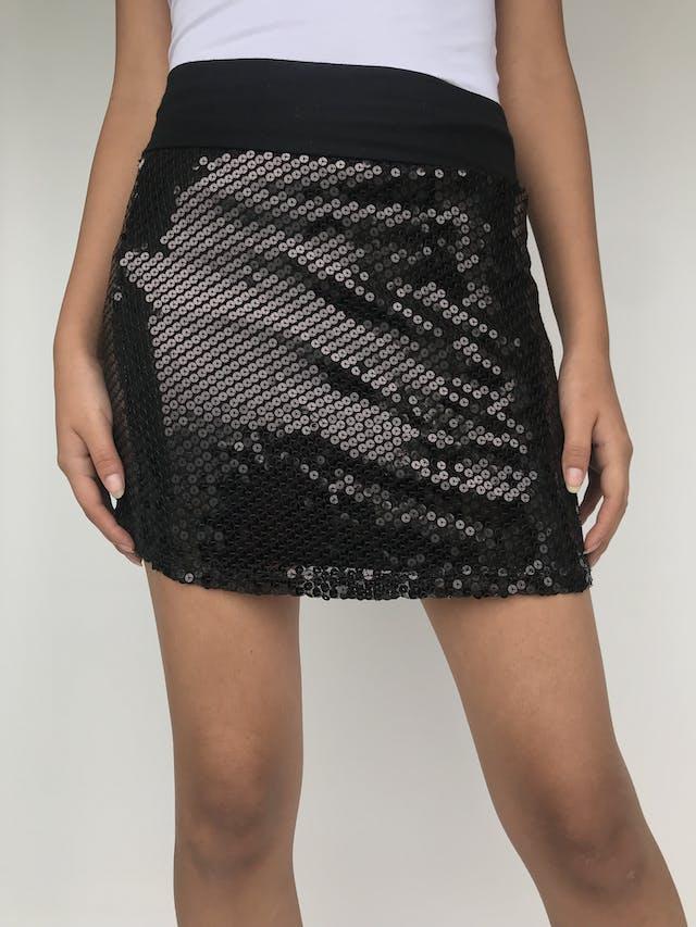 Falda de lentejuelas negras pretina de tela tipo algodón, forrado, stretch Talla M foto 2
