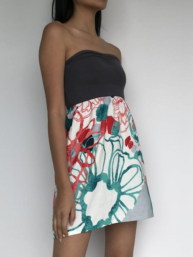 Vestido Roxy top color plomo tipo algodón stretch y falda floreada tipo gasa, corte en A. Super fresco!  Talla XS   foto 2