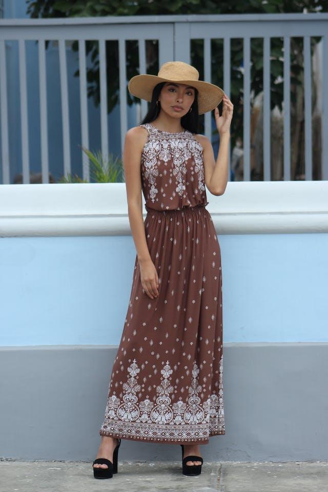 Vestido largo,  marrón con estampado barroco blanco, cuello bote y elástico en la cintura. Muy fresco! Talla M foto 1