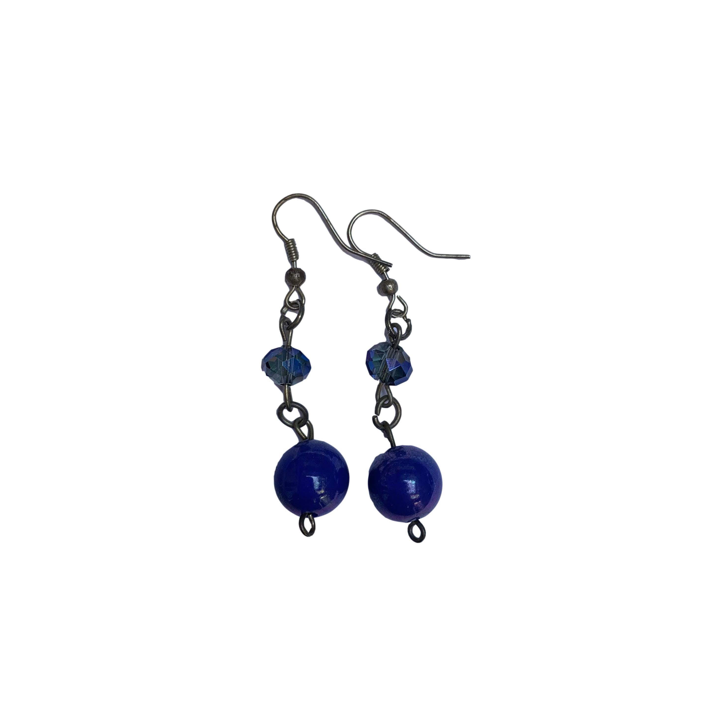 Aretes largos plateados con piedra y perla azul. Largo 5cm