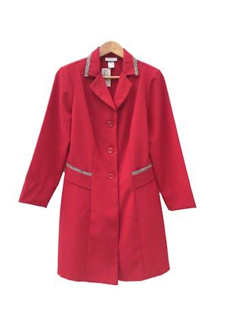 Abrigo vintage de tela tipo sastre roja con ribetes animal print en bolsillos y cuello. Largo 88cm foto 1