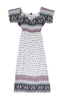 Vestido blanco con estampado paisley en tonos azules, celestes y rosados, elástico en la cintura y abertura en la basta (largo desde la sisa 98cm) foto 1