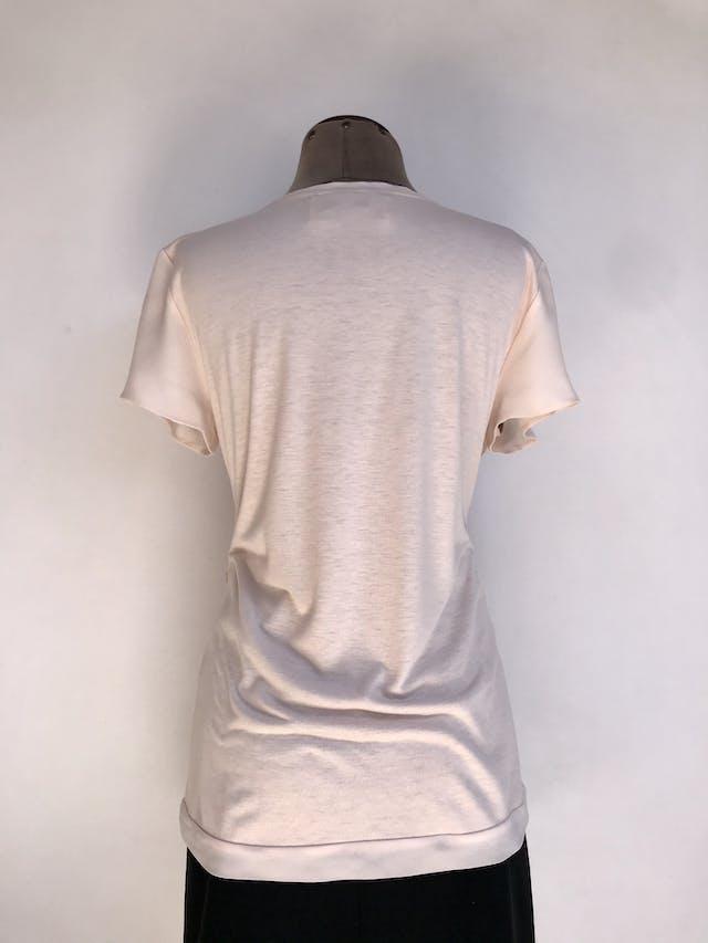 Blusa Ann Taylor delantero de gasa y lentejuelas palo rosa, posterior tipo algodón, escote redondo y manga corta. Hermosa! Precio Original S/ 260  Talla M foto 2