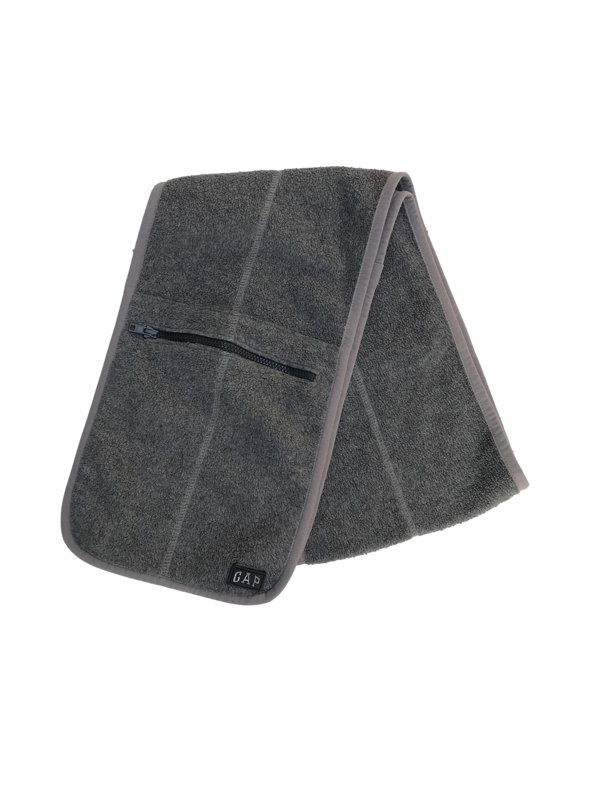 Chalina Gap tipo polar gris con bolsillos con cierre. 20x130