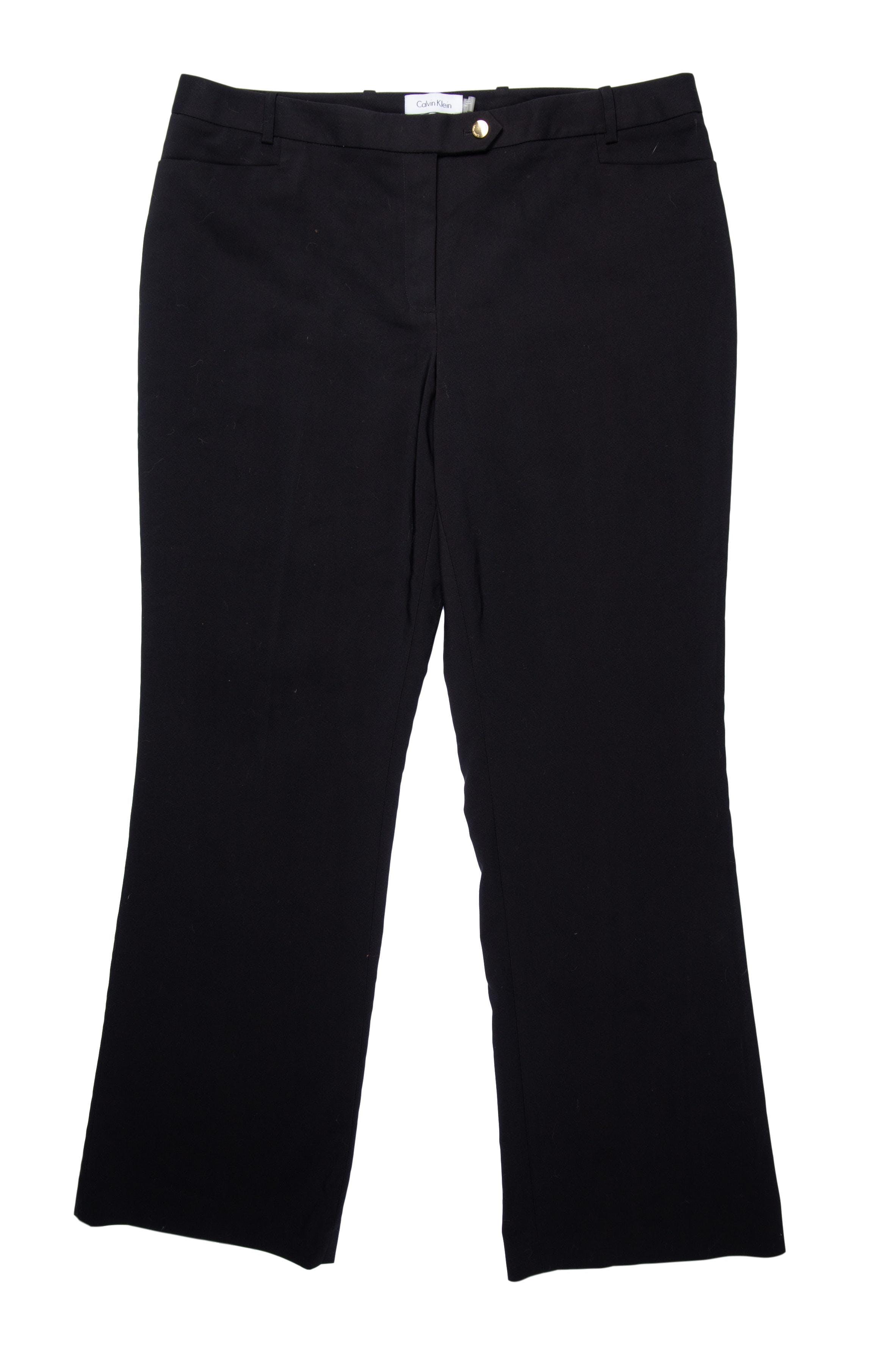 Pantalón Calvin Klein negro, 60% algodón, corte recto, bolsillos laterales y botón dorado. Nuevo con etiqueta. Precio original USD120 Talla XL (talla 14, pretina: 97cm)