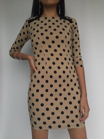 Vestido beige con polka dots negros, cierre posterior, stretch Talla XS foto 2