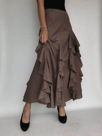 Falda larga marrón 100% algodón, con volantes y aplicaciones de tiras, con vuelo, botones laterales, lleva forro Talla M foto 1