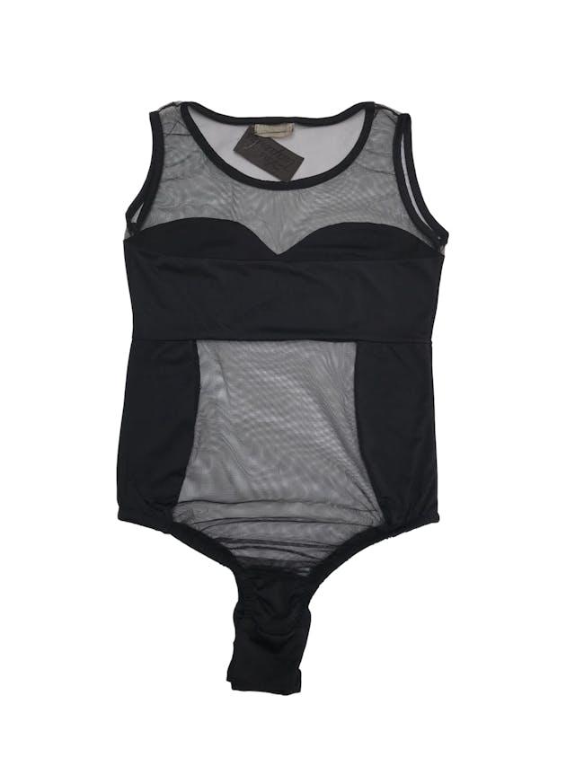 Body de lycra y mesh negro, escote redondo, manga cero y elástico inferior con broches. foto 2