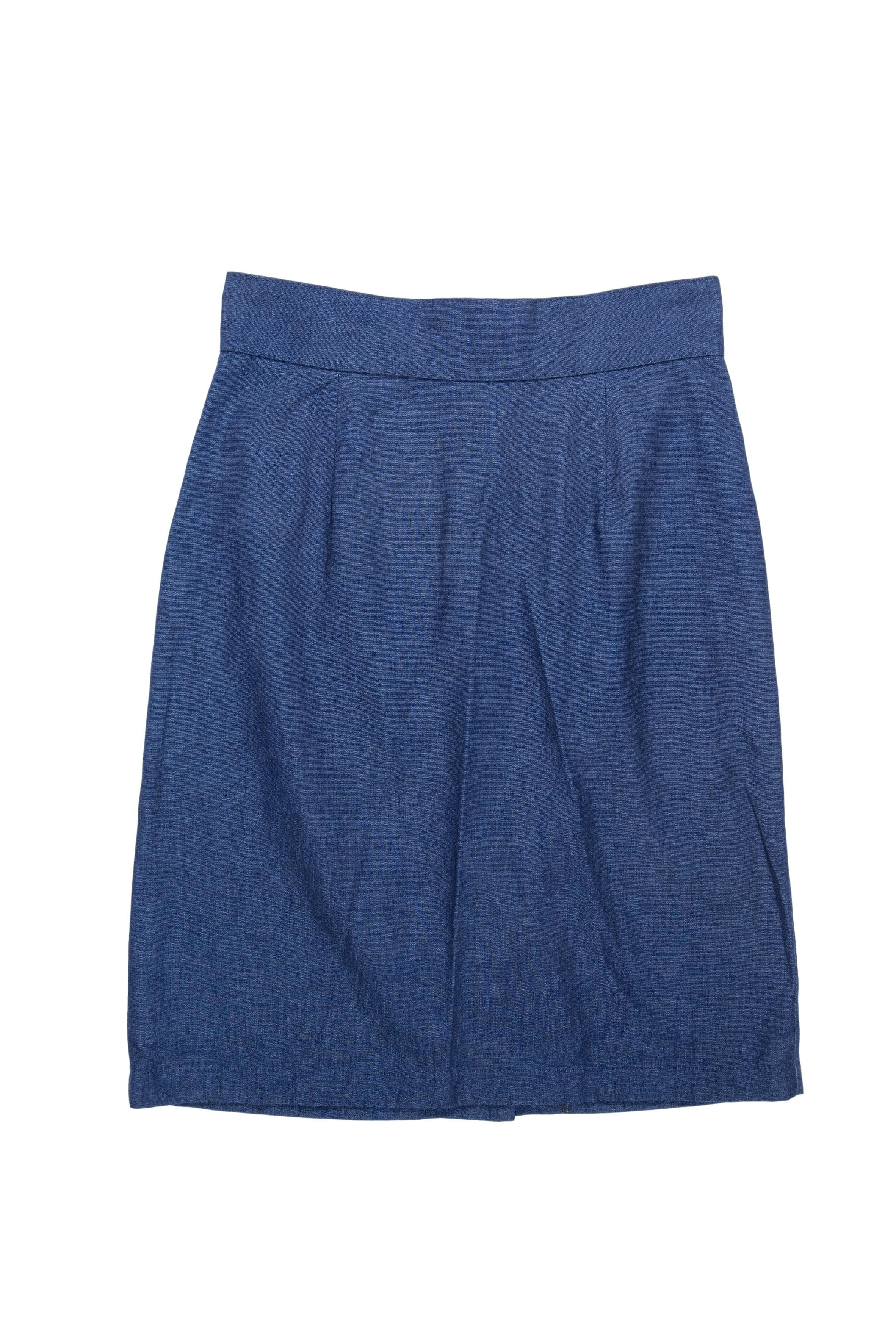 Falda azul de tela tipo drill a la cintura con cierre posterior. Cintura 64cm Cadera 90cm Largo 54cm