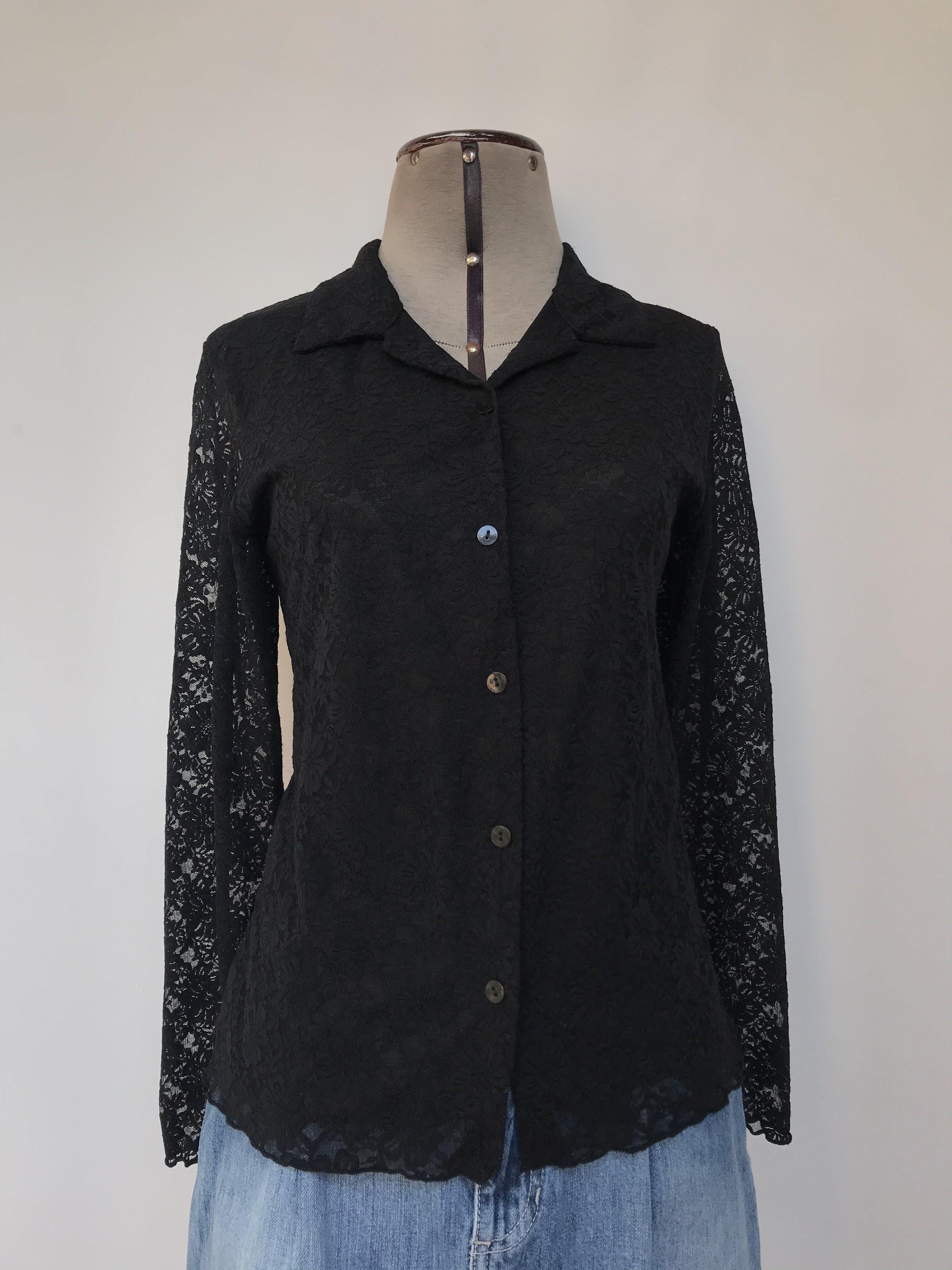 Blusa de encaje negro, camisera con fila de botones, ligeramente stretch y forro de tull Talla S
