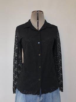 Blusa de encaje negro, camisera con fila de botones, ligeramente stretch y forro de tull Talla S foto 1