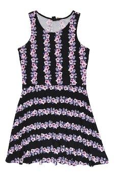 Vestido H&M negro con estampado de flores moradas, rosadas y blancas, corte a la cintura y falda campana. Busto 106cm Cintura 86cm Largo 90cm foto 1