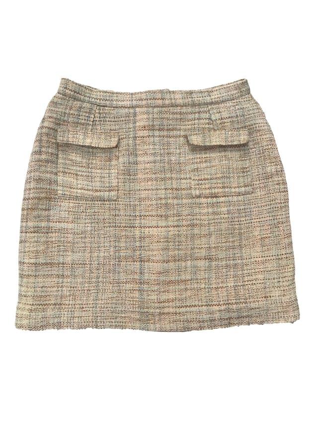 Falda tipo tweed en tonos verdes, forrada, con bolsillos delanteros, cierre y botón posterior. Cintura 72cm Largo 43cm foto 1