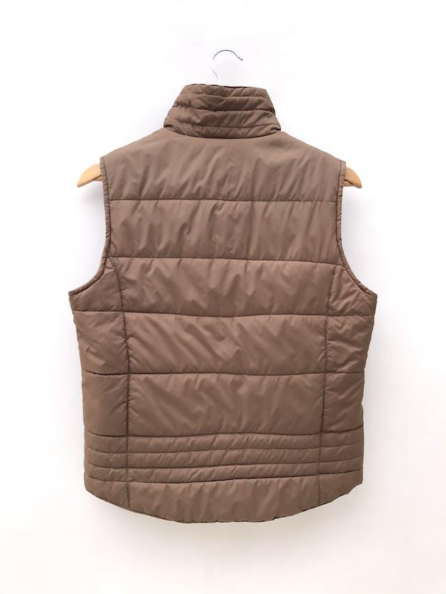 Chaleco marrón acolchado, con cierre, forrado, bolsillos laterales foto 2