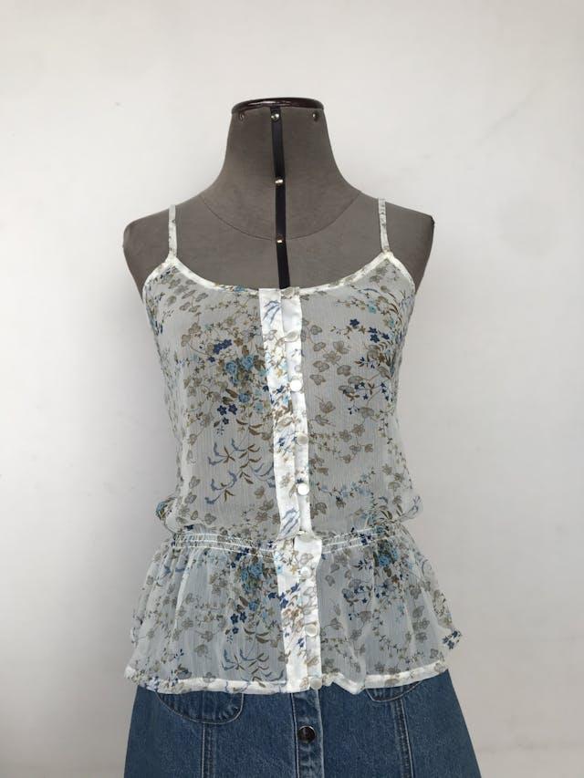 Blusa Dunkelvolk de gasa blanca con estampado de flores azules y verdes, fila de botones y elástico en la cintura Nuevo con etiqueta S/. 119 Talla M en etiqueta (Parece ser S) foto 1