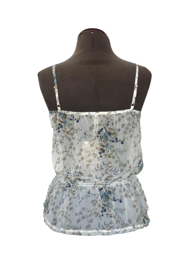 Blusa Dunkelvolk de gasa blanca con estampado de flores azules y verdes, fila de botones y elástico en la cintura. Nuevo con etiqueta S/. 119 foto 2