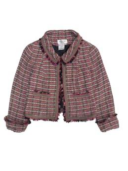 Blazer corto vintage de tweed 23% lana 21% seda, en tonos café y rosa, forrado, con flecos en solapas y puños, maga 3/4. Espalda 40cm Busto 96cm largo 47cm foto 1