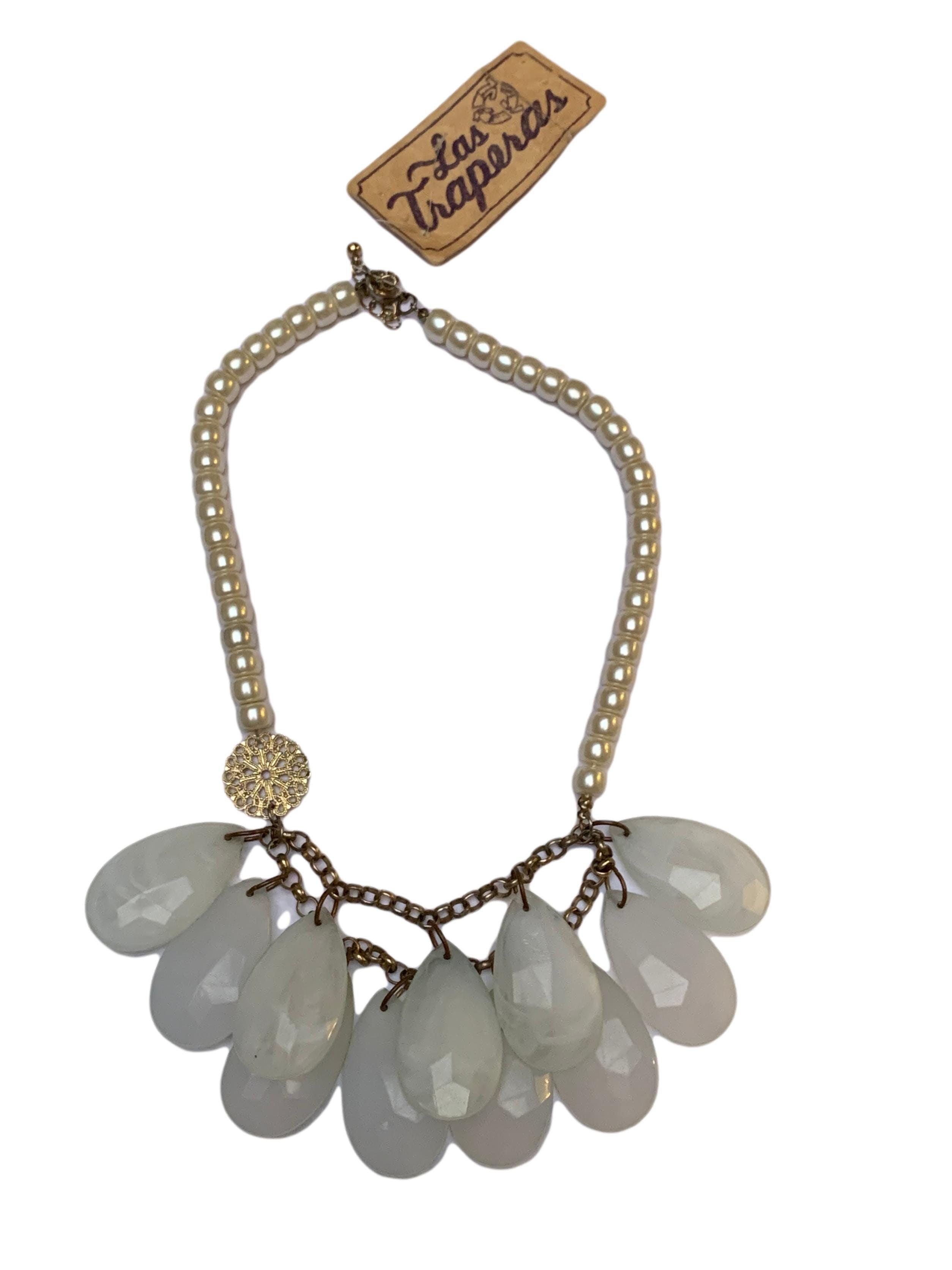 Collar vintage de perlas con dijes de gotas estilo marmol. Largo 50cm