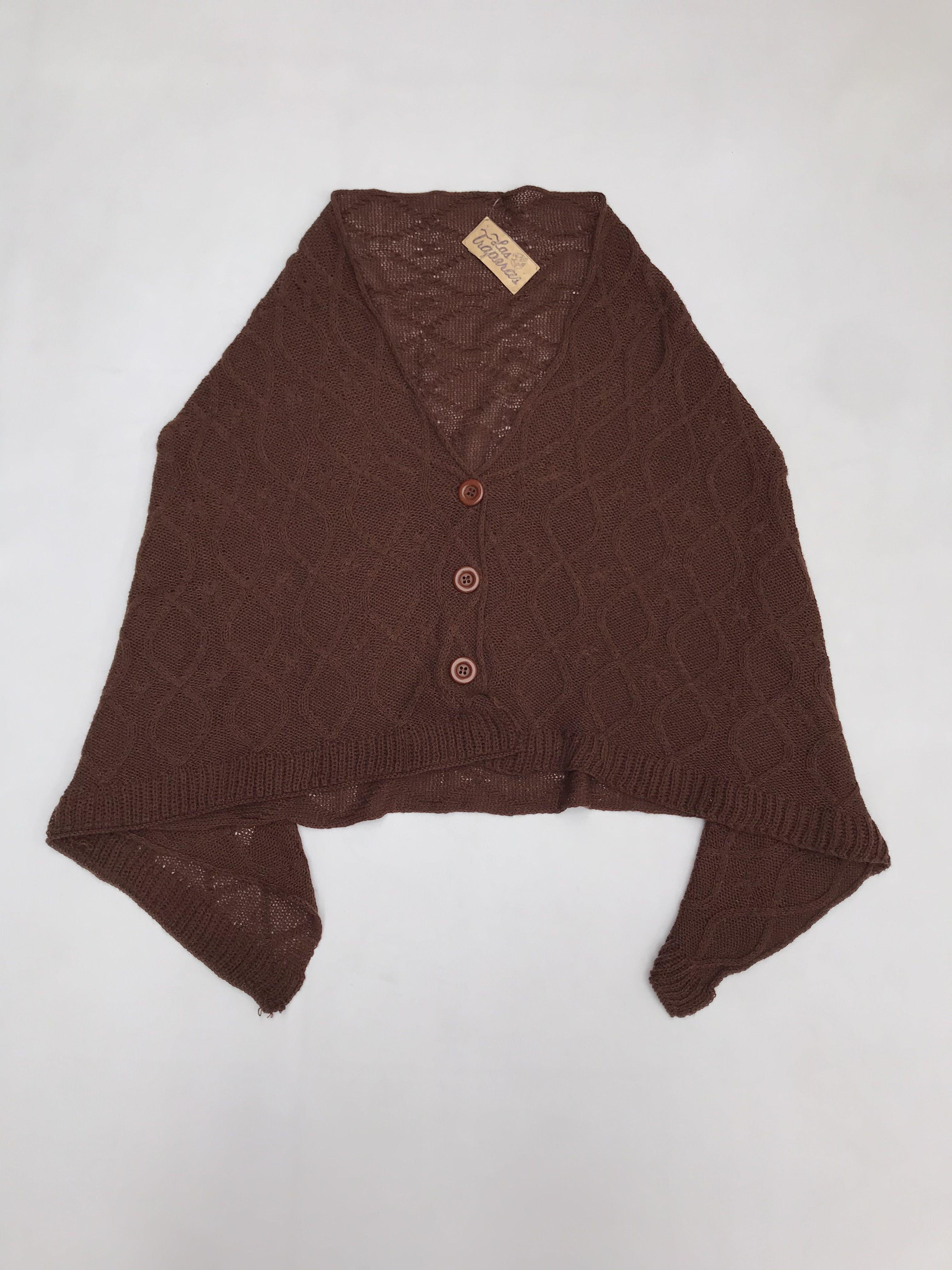 Poncho tejido marrón con 3 botones al centro