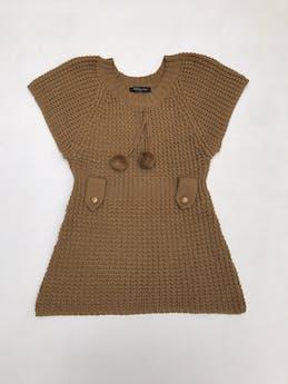 Chompa tejida con pompones en el cuello y presillas en la cintura foto 1