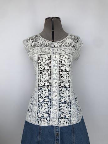 Blusa Bar III de guipur crema 100% algodón, suelto Precio original S/. 150.00 Talla S foto 1