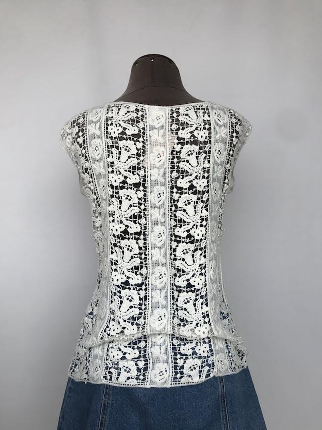 Blusa Bar III de guipur crema 100% algodón, suelto Precio original S/. 150.00 Talla S foto 2