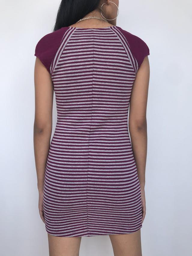 Vestido tejido a rayas moradas y plomas, ligeramente stretchTalla S foto 2
