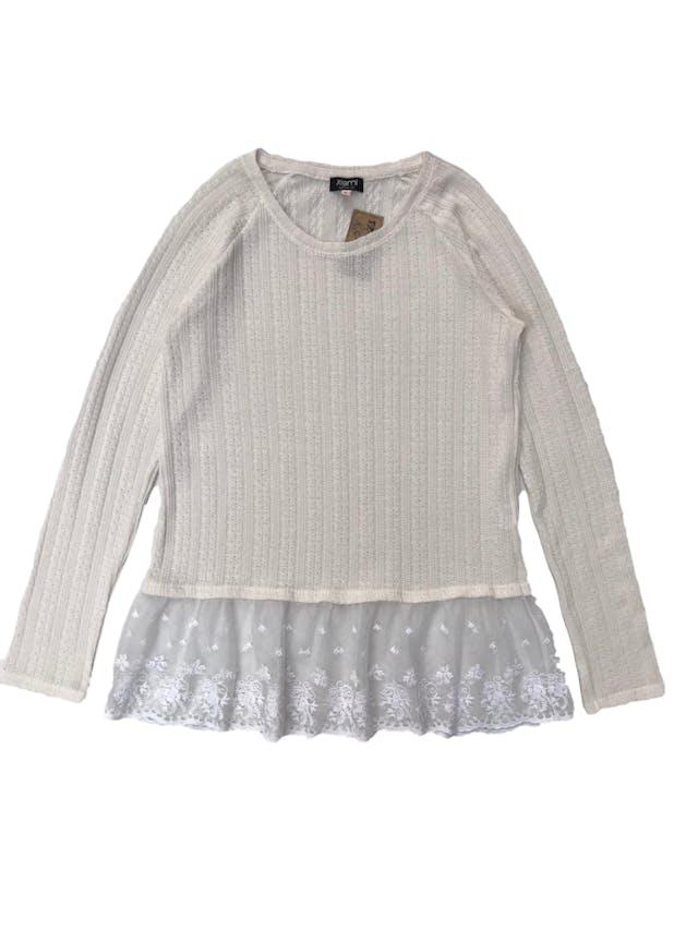 Chompita de tejido fino crema con textura trenzada, manga larga y basta de tull bordado foto 1