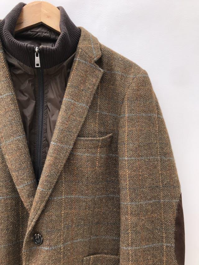 Abrigo Esprit vintage de lanilla marrón a cuadros, forrado, cuello y cierre removible (úsalo de ambas formas), coderas tipo gamuza marrón. Hermoso! Precio original S/ 330 foto 2