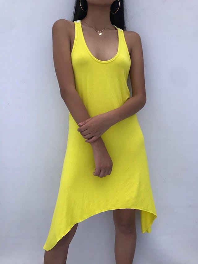 Vestido Zazá amarillo tela tipo algodón, bordado blanco en la espalda, basta asimétrica, fresco Talla S/M foto 1