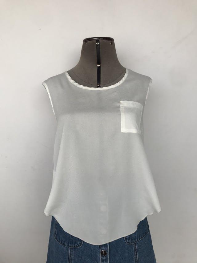 Blusa de gasa blanca con bolsillo delantero y espalda cruzada Talla M foto 1
