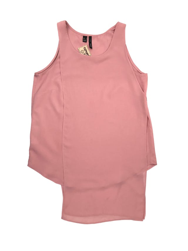 Blusa Mango palo rosa con capa de gasa asimétrica y aberturas laterales. Busto 90cm Largo 60-75cm. Precio original S/ 149 foto 1