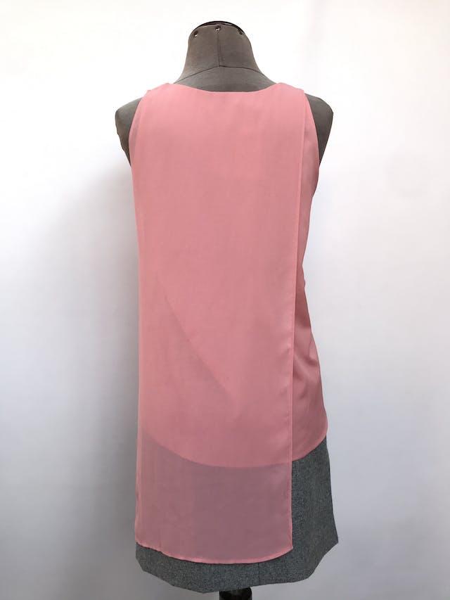 Blusa Mango rosada con capa de gasa asimétrica y aberturas laterales. Precio original S/ 150 Talla S foto 3