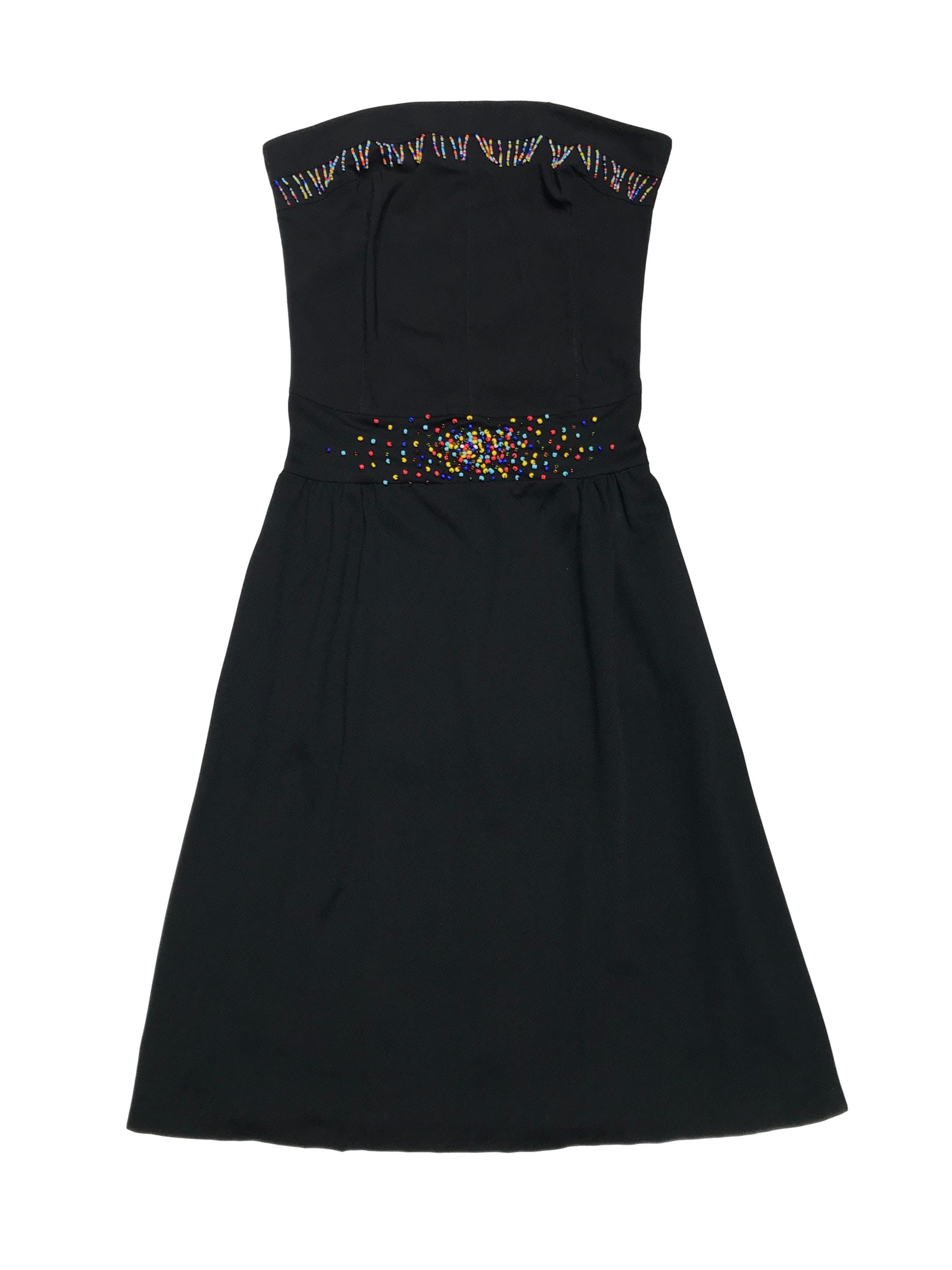 Vestido negro ligeramente stretch con flecos de mostacillas y aplicaciones en la cintura. Largo 90cm. COLECCIÓN UPCYCLING