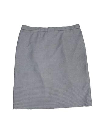 Falda recta con estampado pata de gallo blanco y negro, forrada, largo a la rodilla, con botón y cierre posterior foto 1