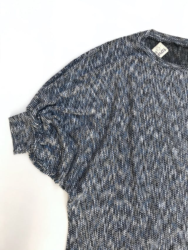 Chompa de hilo jaspeado azul y plomo, manga murciélago 3/4, suelta Talla M foto 3