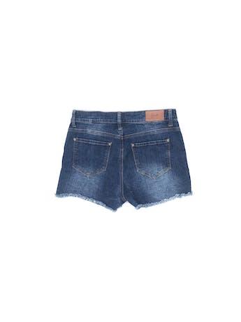 Short denim azul focalizado con aplicaciones circulares laterales, corte a la cintura, bolsillos delanteros y posteriores, basta deshilachada Talla 30 foto 2