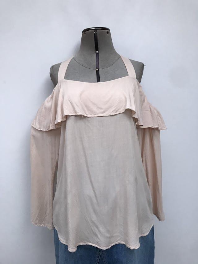 Blusa off shoulder con tiras gruesas, tela crema fresca, volante y botón posterior en el cuello  Talla M (puede ser L chico) foto 1