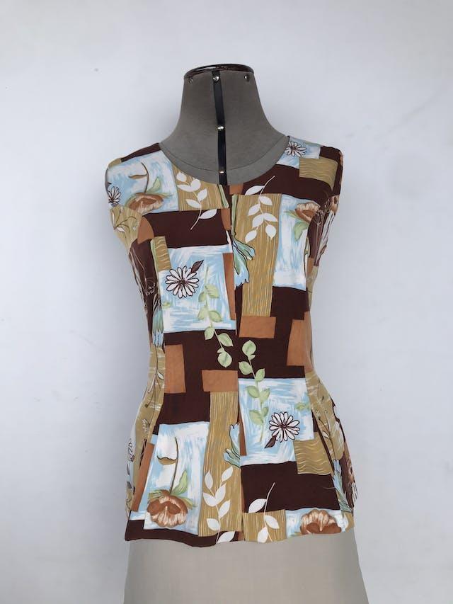Blusa vintage con estampado de cuadros grandes en tonos marrones, mostazas y flores blancas, pinzas delanteras y posteriores, cierre en la espalda Talla S (puede ser M) foto 1