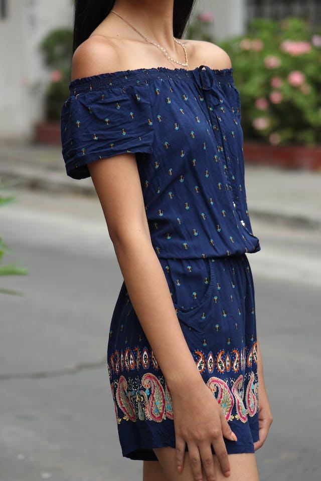 Enterizo short azul con estampado paisley, elástico en la cintura, bolsillos, tela super fresca Talla M foto 3