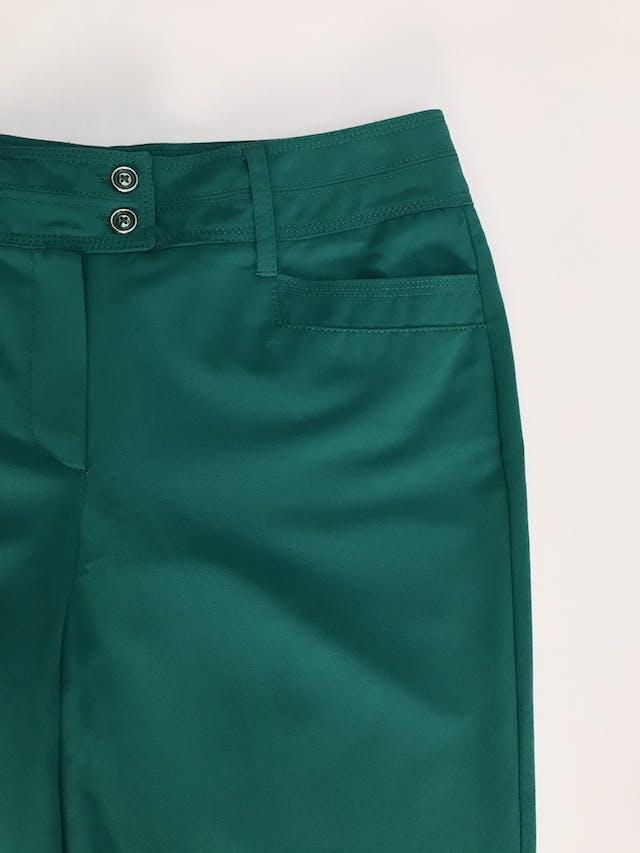 Pantalón verde jade, tela plana no stretch, 4 bolsillos, corte recto. Color hermoso Talla 32 (US10) foto 2