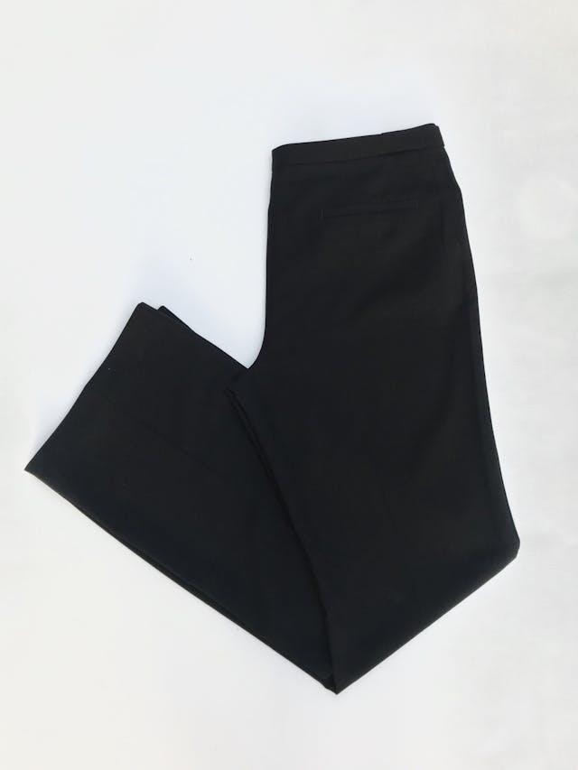 Pantalón Esprit, tela tipo sastre negro, rica al tacto, bolsillos y botones laterales en la pretina, corte recto. Precio original S/ 140. ¡Como nuevo! Talla 32 foto 3