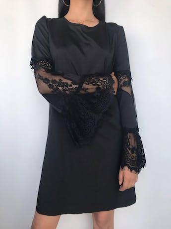 Vestido negro con aplicaciones de encaje en mangas campana Talla XL/XXL foto 1