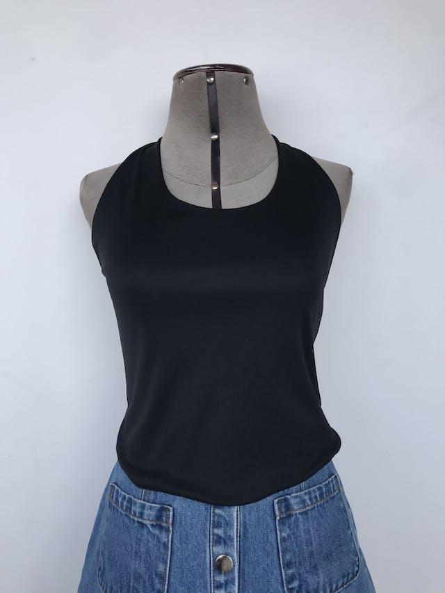 Top cuello halter negro con 3 tiras elásticas en la espalda, tela tipo lycra Talla S foto 2
