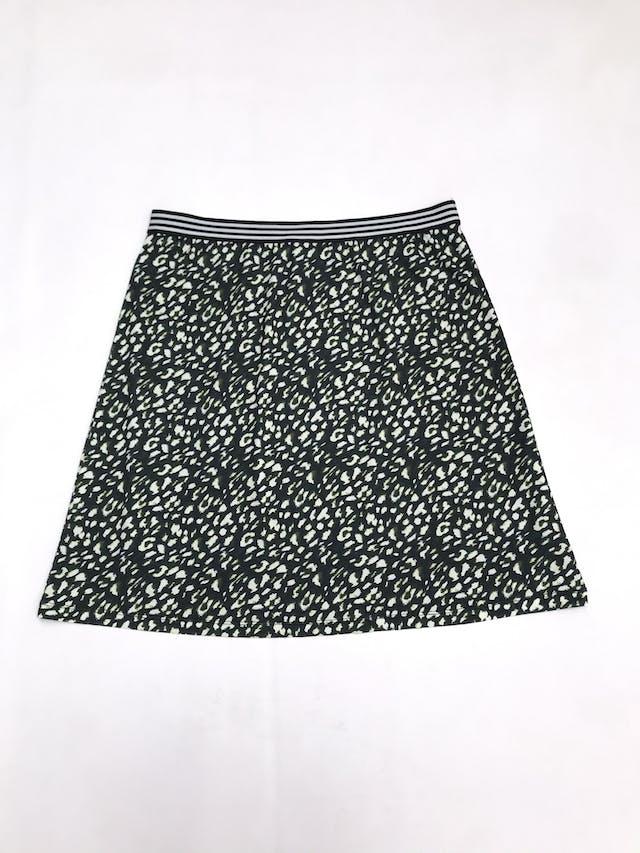 Falda a la rodilla More & More con estampado animal print en tonos verdes, elástico en la cintura y lleva forro. Precio original S/ 260 Largo 54cm foto 1