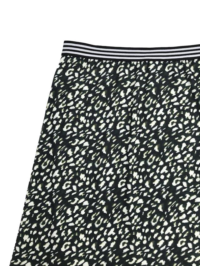 Falda a la rodilla More & More con estampado animal print en tonos verdes, elástico en la cintura y lleva forro. Precio original S/ 260 Largo 54cm foto 2
